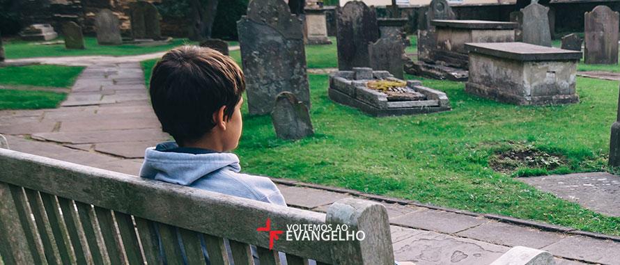 as-criancas-devem-ir-a-funerais