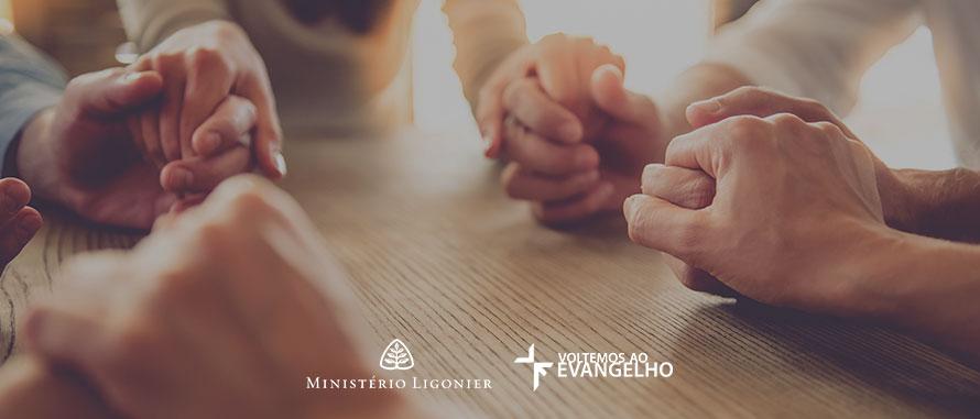 orando-por-avivamento-julho
